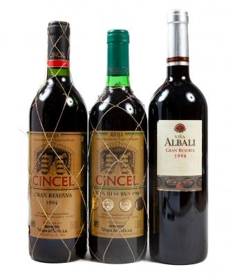 Tres botellas de Viña Albali (1) y de Cincel (2), Gran...