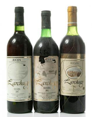 Tres botellas de Larchago, Gran Reserva de 1986, Reserva de 1985 y Reserva de 1987. Categoría: vino tinto.