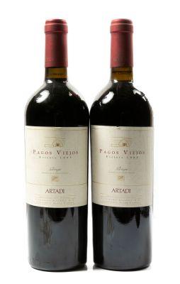 Dos botellas de Artadi Pagos Viejos, Reserva de 1995. Categoría: vino tinto.