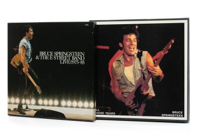 BRUCE SPRINGSTEEN. 2 box set con 15 LP de vinilo.