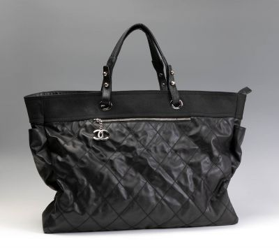 Bolso oversize CHANEL..