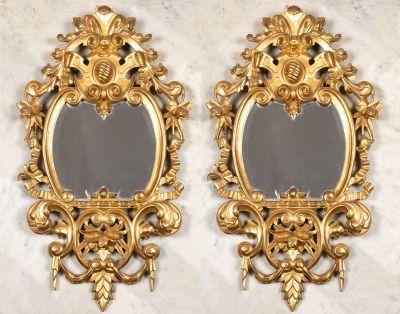 Pareja de cornucopias, finales del siglo XIX.  Madera tallada y dorada.