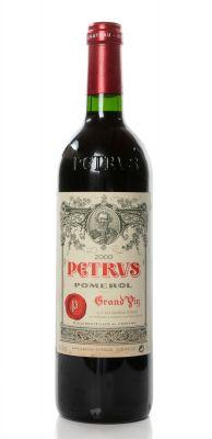 Una botella Petrus Grand Vin, cosecha del 2000.