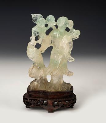"""Hada con pájaro"". Talla en jade; China, siglo XX."