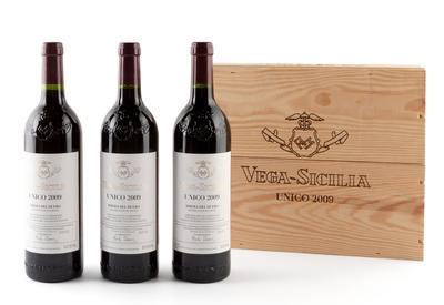 Tres botellas de Vega Sicilia Único, cosecha de 2009.