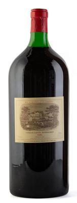 Una botella Matusalem de Château Lafite Rothschild, cosecha 1986.