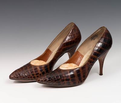 Par de zapatos. U.S.A, años 60.Piel de cocodrilo.