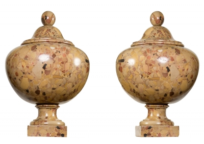 Pareja de urnas del siglo XIX. Mármol brocatel