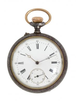 Reloj de bolsillo. En acero.