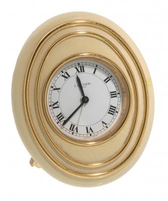 Reloj CARTIER despertador de sobremesa.Metal dorado.