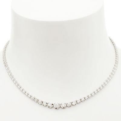 Gargantilla realizada en oro blanco de 18kts.Modelo tipo rivière en disminución de diamantes, talla brillante y talla brillante antigua, con un peso total de ca.