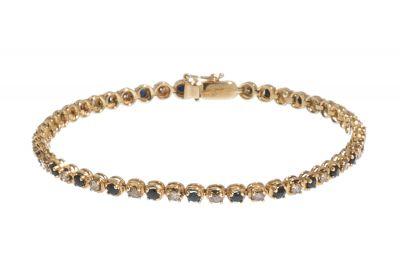 Pulsera realizada en oro amarillo de 18kts.Riviére con lomo forrado de diamantes brown, talla brillante, con un peso total de ca.