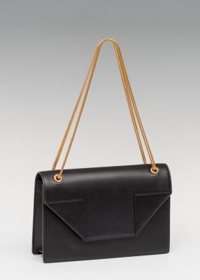 Bolso modelo Betty de YVES SAINT LAURENT.