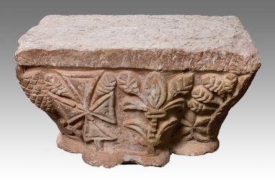 Capitel de columna prerrománico.