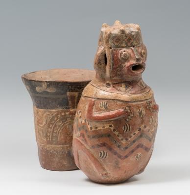 Kero figurativo de la cultura Huari; Perú, 800-1200.