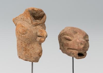 Pareja de cabezas zoomorfas de la cultura Maya; Hondura