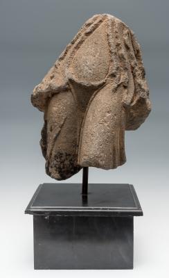 Parte inferior del torso de una Victoria; Oriente Próxi