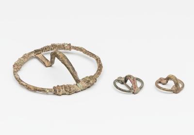 Lote de tres fíbulas anulares celtíberas; Península Ibé