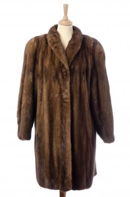 Abrigo de visón marrón.