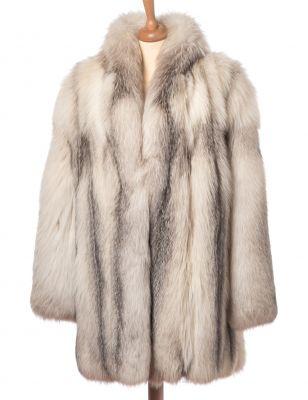 Abrigo de zorro blanco (SAGA FOX).