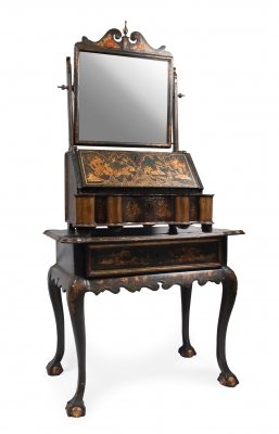 English dressing table, 18th century.Wood and English lacquered.