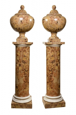 Pareja de columnas con copa, siglo XIX.