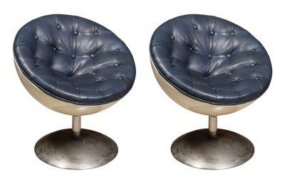 Pareja de butacas; siglo XX. Metal y cuero azul