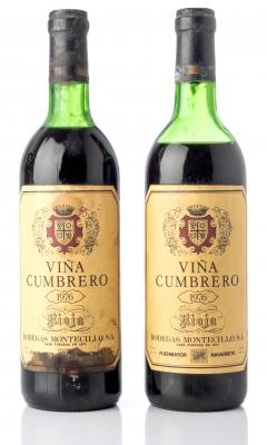 Dos botellas Viña Cumbrero, Bodegas Montecillo. 1976.