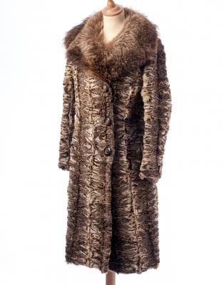 Abrigo de piel de gato montés con cuello de piel de zor