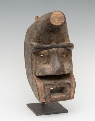 Máscara; Liberia, siglo XX. Madera tallada