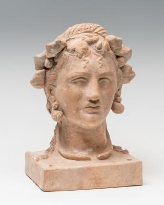 Cabeza femenina; Magna Grecia, Canosa, siglo IV.
