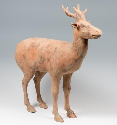 Figura de ciervo; China, dinastía Han, 206 a.C.