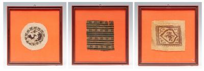 Lote de tres fragmentos textiles; Egipto, Epoca Copta,