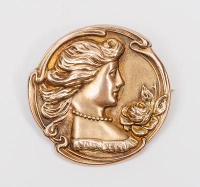 Medalla Art Nouveau en oro amarillo de 14 kts. Modelo