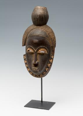 Excepcional máscara del pueblo Baulé; Costa de Marfil,