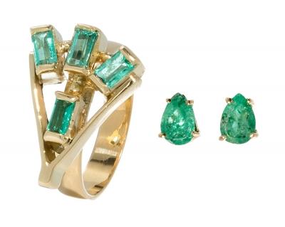 Conjunto de sortija y pendientes realizados en oro amar