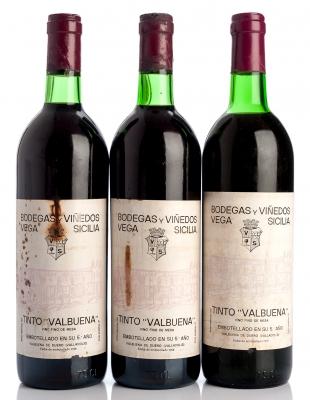 Tres botellas de Vega Sicilia  tinto Valbuena 5  ,1979