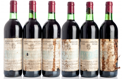 Seis botellas de Vega Sicilia Valbuena 3º, 1977.