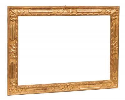Marco del siglo XVIII. Madera tallada y dorada