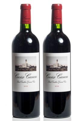 Lote de dos botellas de Croix Canon, 2011.