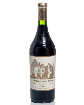 Una botella de Château Hoaut –Brion, 2006.