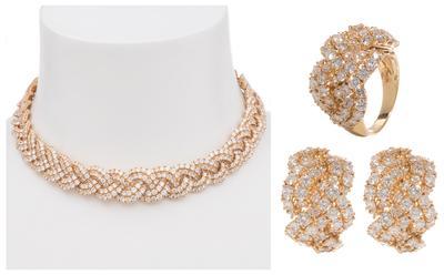 Conjunto de collar/gargantilla, pendientes y sortija a juego gran calidad y diseño.