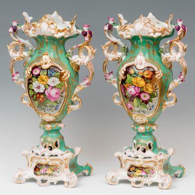 Pareja de Jarrones;  Schlaggenwald, República Checa, siglo XIX.Porcelana.