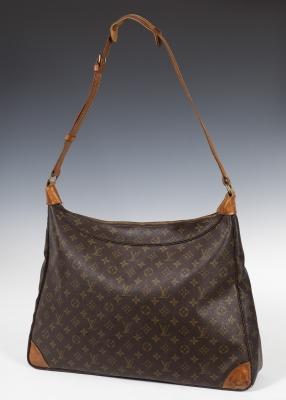 De formato trapezoidal con los ángulos curvos, el bolso