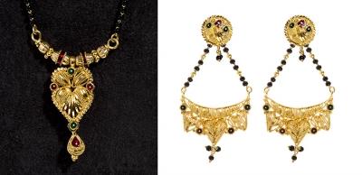 Conjunto de collar y pendientes largos en oro amarillo de 22 kts.