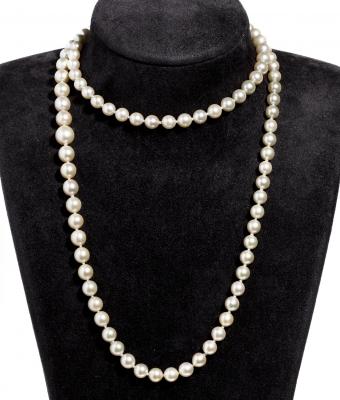 Collar de perlas cultivadas y cierre en oro amarillo de 18 kts.