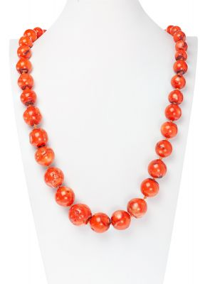 Red coral necklaceWeight: 226 grsMeasures: 10 x 24 mm; 76 cm (length)..