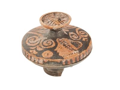 Lekanis de figuras rojas. Siglo IV a.C.