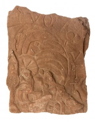 Tímpano de portada visigodo con la iconografía de una natividad. Siglos V a VII d.