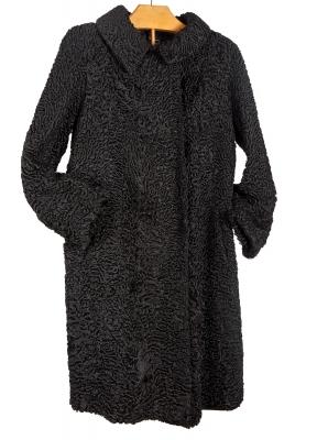Abrigo de piel de astracán.
